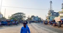 ক্ষেতলালের বটতলী বাজার চৌমাথা একটি বিনোদনমূলক মিলনস্থল