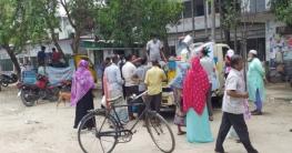 জয়পুরহাটে ভ্রাম্যমাণ সেলস সেন্টারে মাংস, দুধ ও ডিম বিক্রি