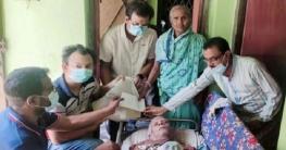 জয়পুরহাটে অসুস্থ নেতার পাশে দাড়ালেন আ'লীগ নেতা জাকির