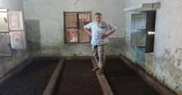 কেঁচো সার উৎপাদন করে আক্কেলপুরের মহসীনের স্বপ্নপূরণ